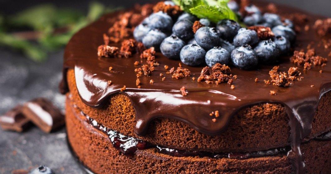 Tort de ciocolată fără culpă: cu conținut scăzut de grăsimi, cu conținut scăzut de sodiu ȘI vegan!