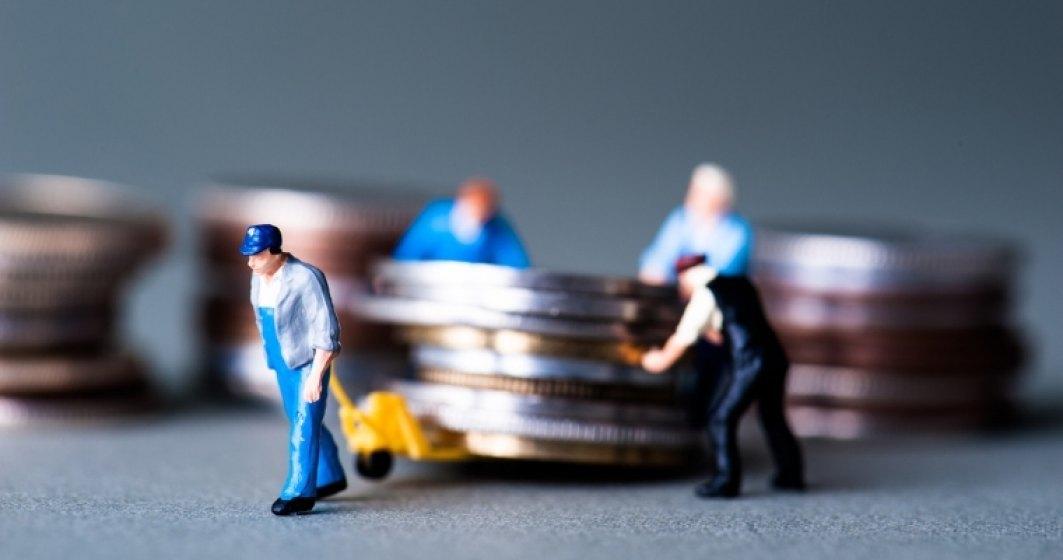 Castigul salarial mediu brut pe economie, in scadere