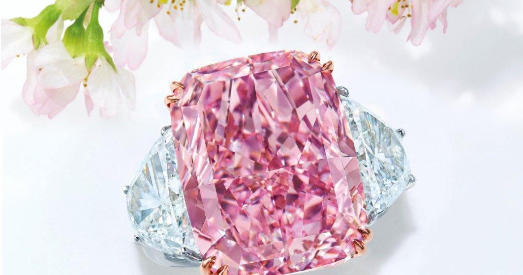 Cum arată nestemata care ar putea spulbera recordul actual al celui mai scump diamant roz-violet vândut la licitație