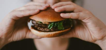 Nestlé vrea să lanseze carnea vegană creată în laborator