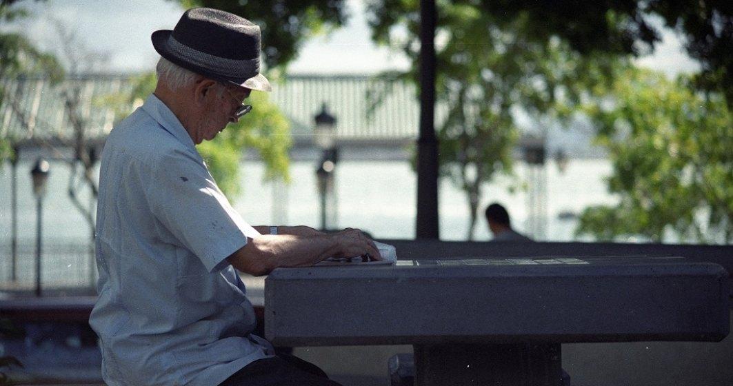 Studiu: Peste jumătate din pensionarii români se simt excluși social și financiar