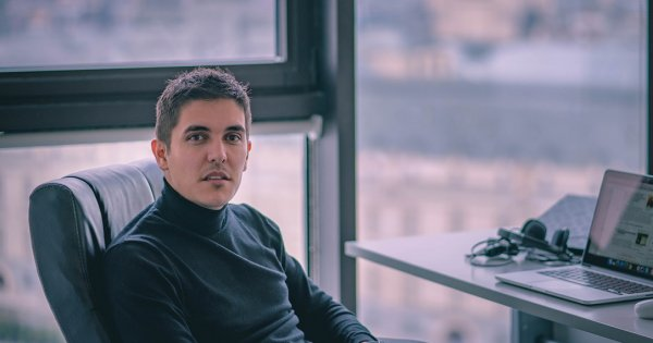 Miliardarul Daniel Dineș investește într-un start-up românesc care te face...