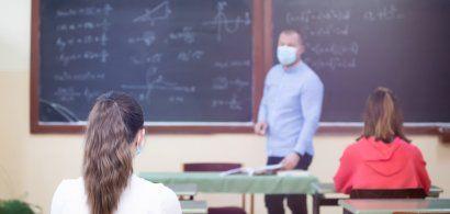 """Retrospectiva unui an școlar pandemic: """"Culoarea semaforului se putea schimba..."""