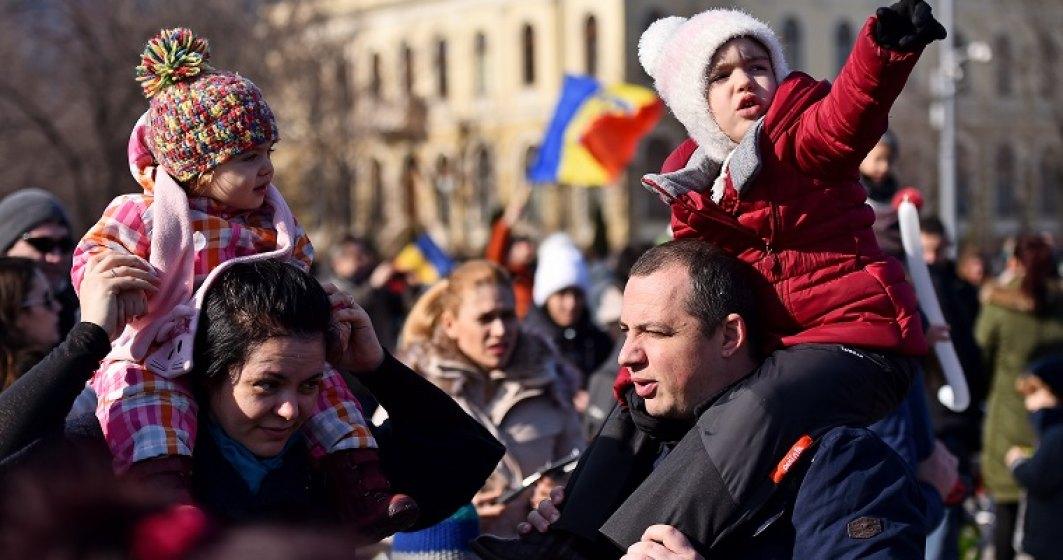 AFP: Pasul inapoi al Guvernului nu calmeaza furia in Romania