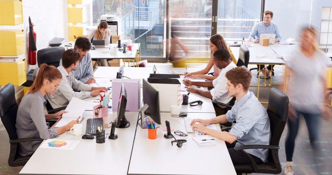 Majoritatea marilor companii din Regatul Unit nu au în vedere o reîntoarcere totală la birou a angajaţilor