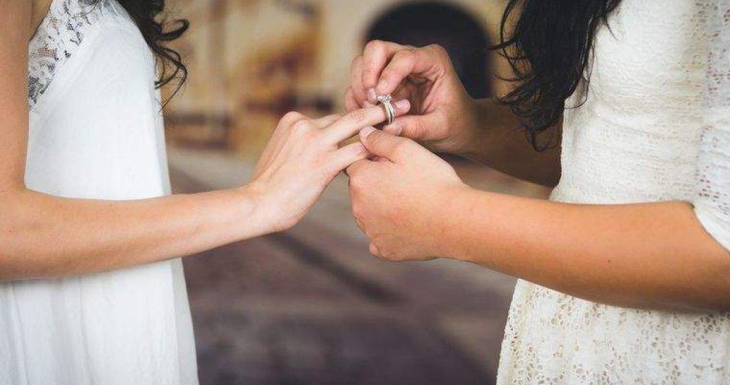 Elveția vrea să autorizeze căsătoria pentru persoanele de același sex