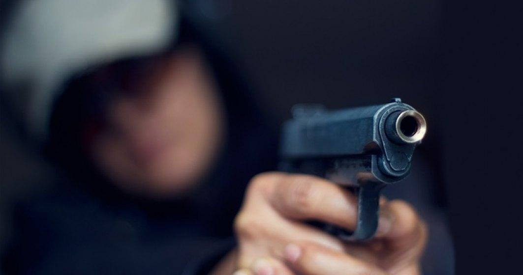 Un barbat inarmat, ucis de politistii americani. Atacatorul a deschis focul in timpul unei petreceri
