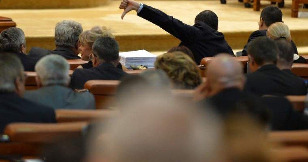 Legea privind spalarea banilor trece de Camera, dupa ce initial a fost respinsa iar PSD a reluat votul: PSD si ALDE isi bat joc