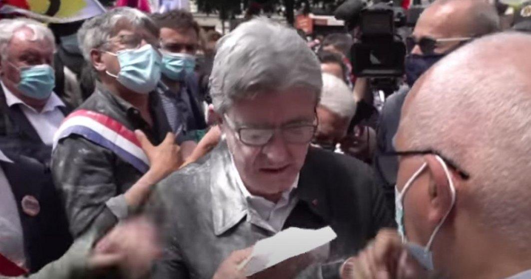 Încă un politician din Franța atacat de mulțime. Liderul a primit făină în cap