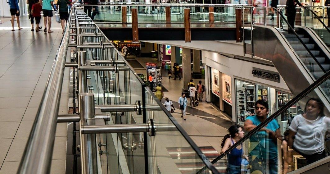 Magazinele din mall-uri, cu excepția celor alimentare și a farmaciilor, suspendă contractele de închirie și contractele de muncă ale angajaților