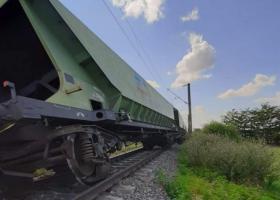 20 de trenuri sunt afectate de blocajul generat de deraierea unor vagoane de...