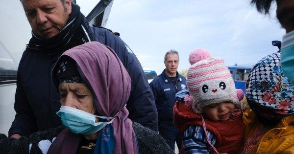 ONU: Din cauza pandemiei, relocările de refugiați au ajuns la un minim istoric