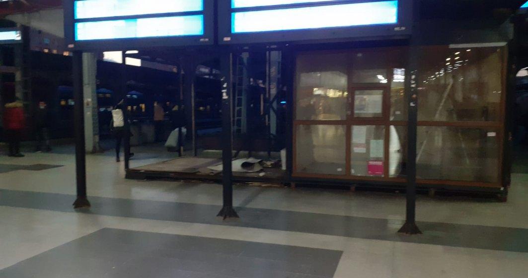 Gara de Nord în pandemie: patiserii închise și aceleași vagoane cu geamuri sparte