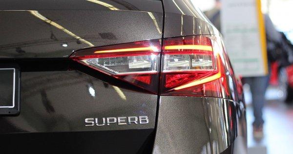 Încă o companie auto reduce producția din cauza lipsei de semiconductori