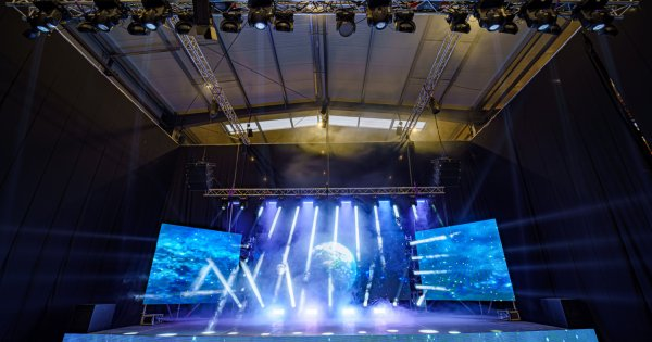 NAN Studio: Set-up scena + led-screen si set-up Chroma- Key in aceeasi locatie