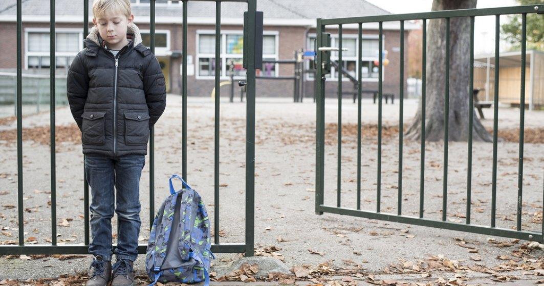 Bilanţul la 30 de ani de educaţie în România: aproape 30 de miniştri și 1 din 3 elevi NU are acces la școala online