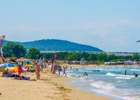 Comercianții de pe litoralul bulgăresc plâng după turiștii străini cu dare de...
