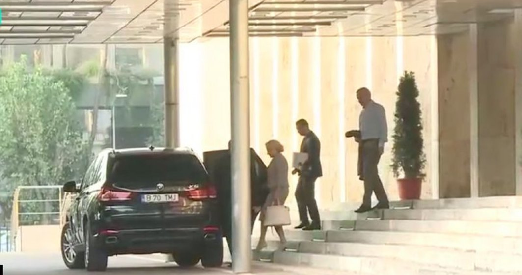 Revista presei 4 decembrie: Viorica Dancila foloseste o masina de lux cumparata cu 100.000 de euro de MAI