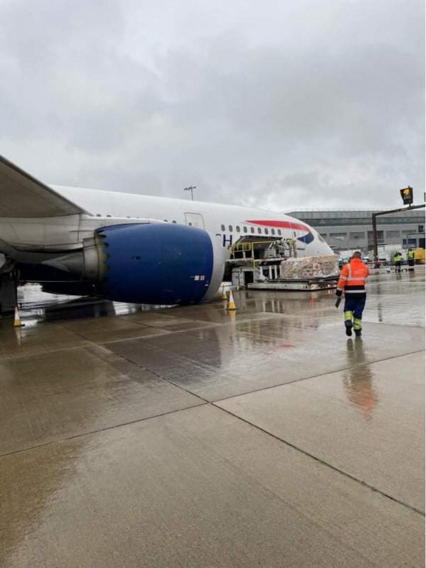 """Un avion Dreamliner 787 al British Airways a ajuns cu """"nasul"""" în asfalt, pe Aeroportul Heathrow Airport"""