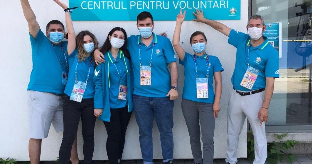 Reportaj EURO 2020: Ce fac voluntarii care muncesc pentru organizarea meciurilor la București