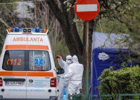 Autoritățile apelează la ambulanțele din mediul privat pentru a face față...