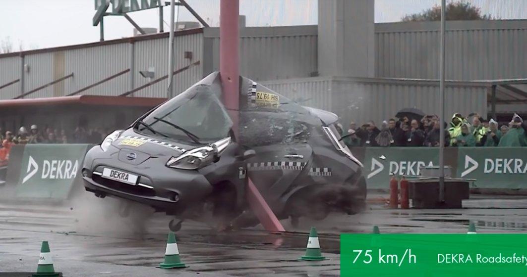 Sanse mici de supravietuire intr-o masina electrica la un impact lateral la 75 km/h