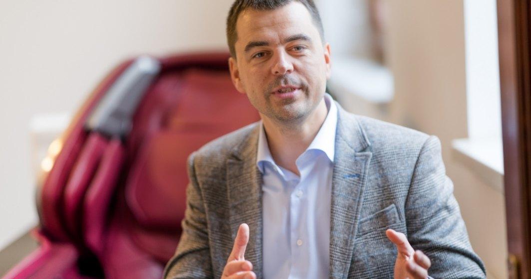 Omul cu fotolii: Paradox? 2 mil. euro din vanzare de fotolii pentru cei care vor sa evite...sedentarismul