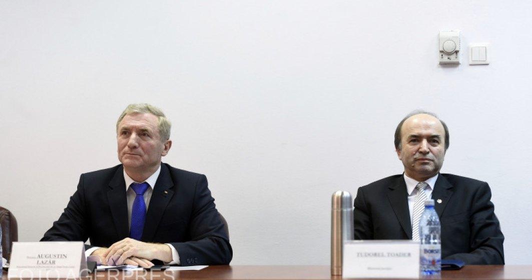 """Toader si Lazar, meci de ping pong cu acuzatii. Ministrul Justitiei sustine ca decizia de evaluare a procurorului general nu a venit """"din senin""""."""