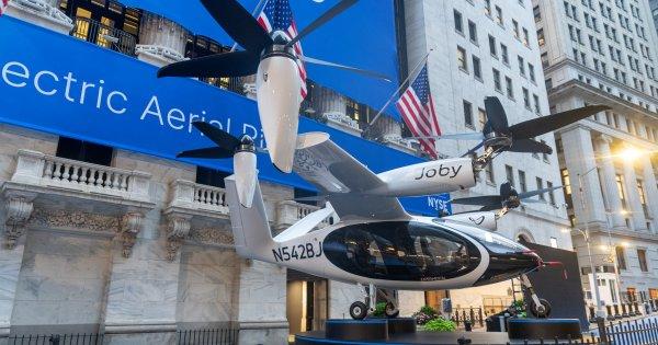 Uber la înălțime: NASA testează primul avion taxi. Când ar putea fi...