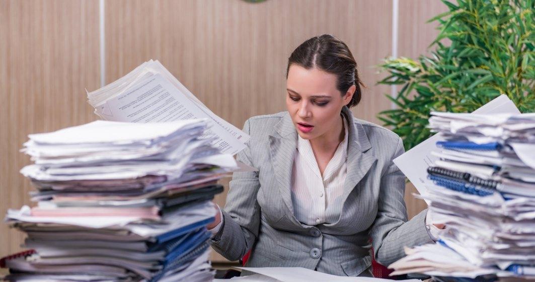 In ce domenii se lucreaza cel mai mult peste program? Ce beneficii primesc angajatii?