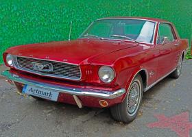 6 mașini rare sunt scoase la licitație în București