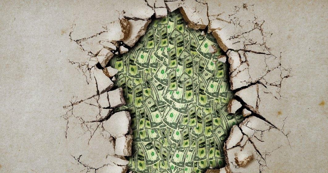 Inedit: 15 mil euro, descoperiţi de poliţie în spatele unui zid fals într-un apartament din Milano