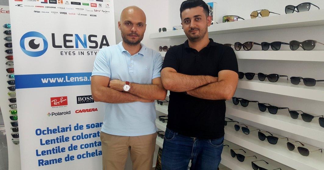 Povestea celor doi antreprenori romani care au construit Lensa.ro, o afacere de aproape un milion de euro