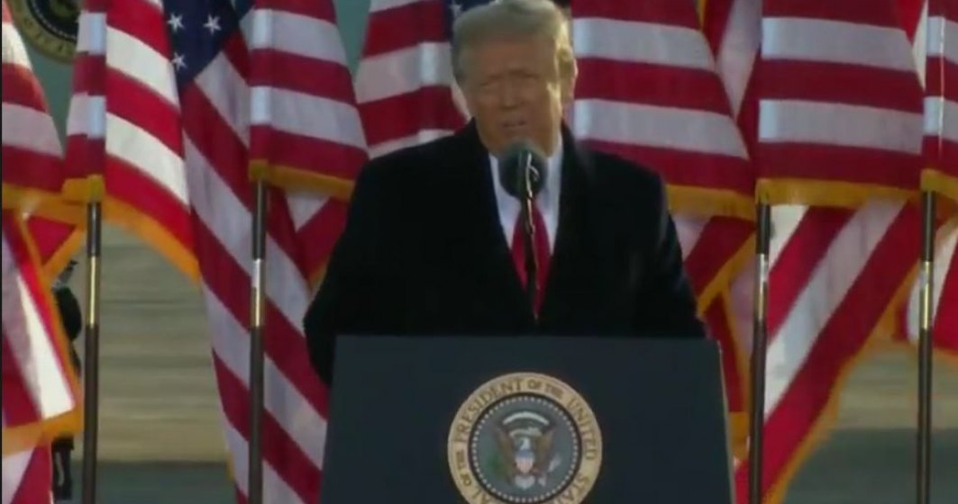 Donald Trump a părăsit oficial Casa Albă
