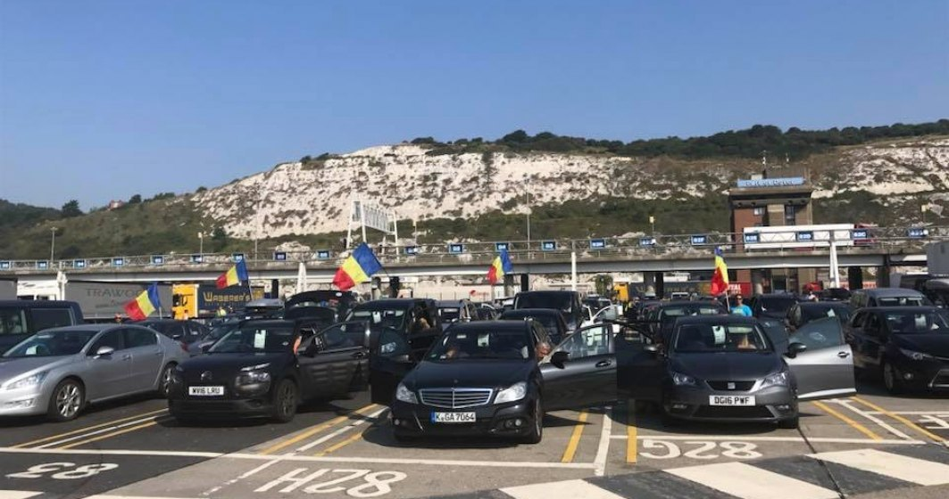 Protest 10 august. Prima coloana de masini cu romani veniti pentru miting, intampinata la granita cu aplauze