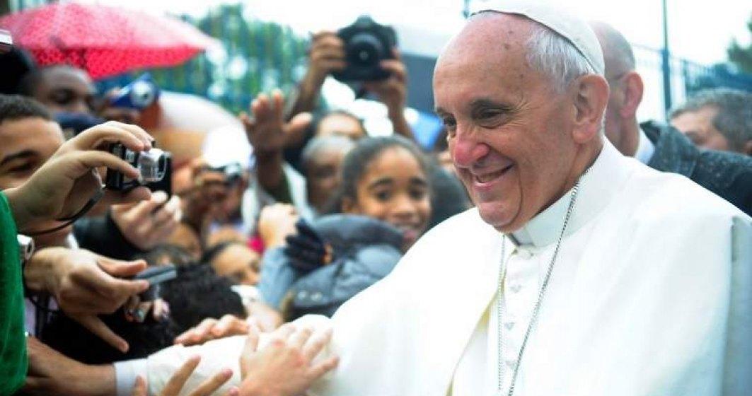 VIDEO Incident neplacut pentru Papa Francisc
