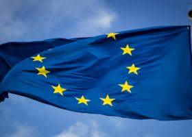 Tot mai puțini români au încredere în Uniunea Europeană