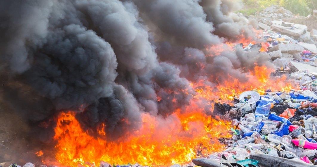 Poluare ridicată în Capitală: câte firme din Ilfov și București au autorizații pentru arderea deșeurilor