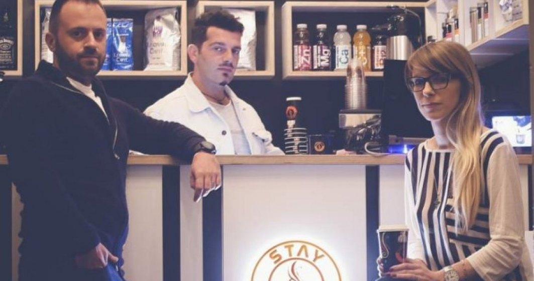 Proprietarii Coffee 2 Go trec de cafeaua la pahar si deschid doua cafenele in centrul Capitalei