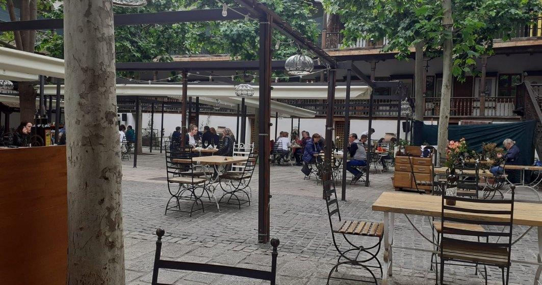 Papanași, bere și vin: Românii au ieșit în număr mare la terase în prima zi de relaxare a restricțiilor