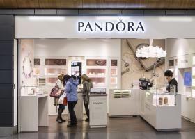 La ce forme de bijuterii vrea Pandora să recurgă pentru a-și cuceri tinerii...