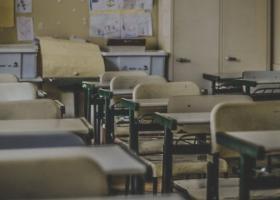 Predarea educației sexuale în școli a fost eliminată din lege la propunerea...