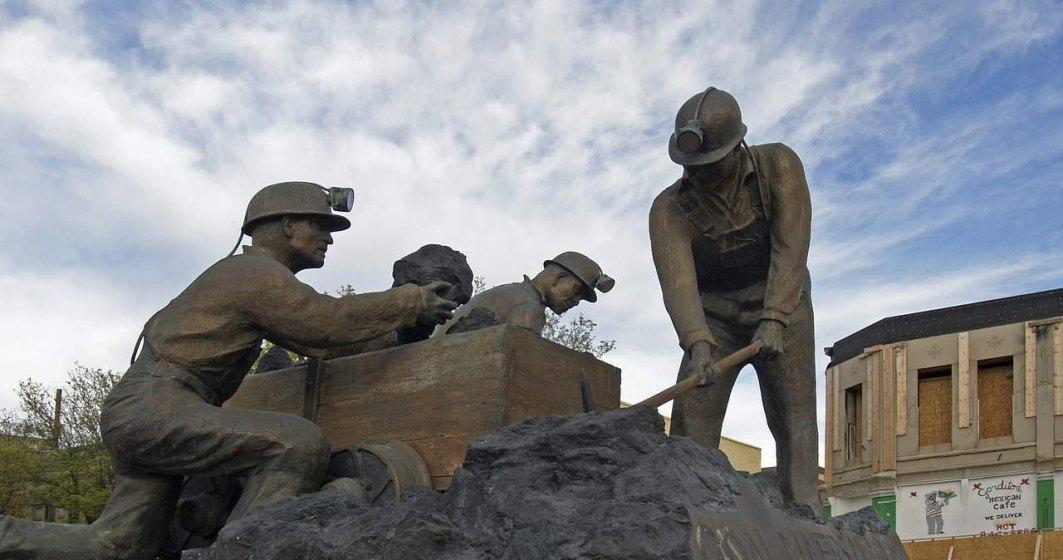 Miile de mineri de la CE Oltenia continua greva si marti, nemultumiti de oferta inaintata de conducerea companiei
