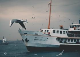 2.500 de turiști din Grecia, blocați să intre pe feribot pentru că nu aveau...