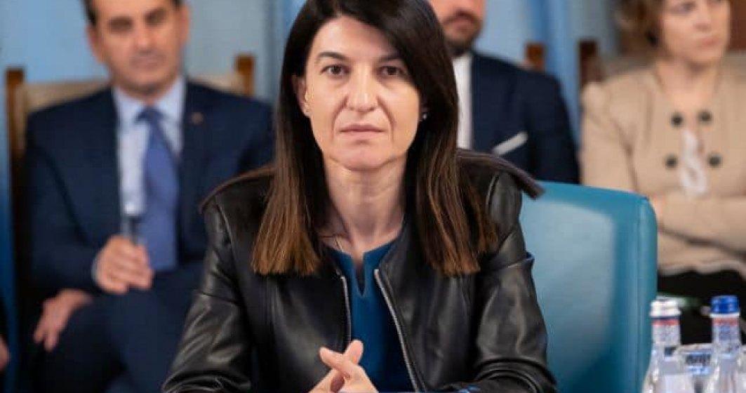 Violeta Alexandru, ministrul Muncii, promite: Va fi, pana la urma, acces si pentru Casele de Pensii in Revisal