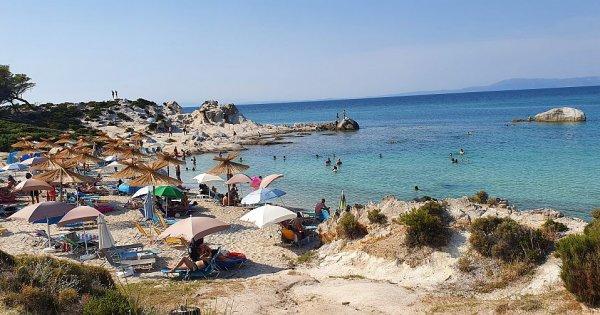 FOTO | Vacanță în Grecia 2021: Brațul Sithonia, locul cu cele mai frumoase...