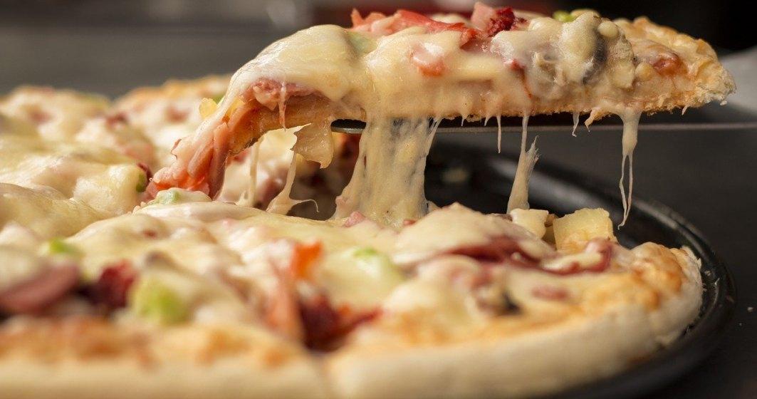 VIDEO | Ideea inedită a unui chef: pizza gătită pe lava unui vulcan