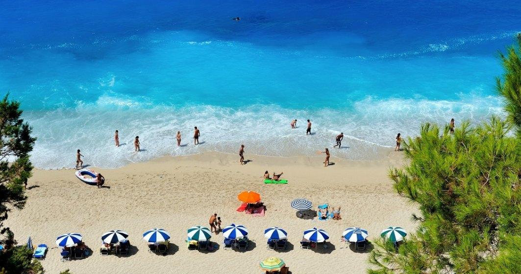 Grecia redeschide plajele private și muzeele