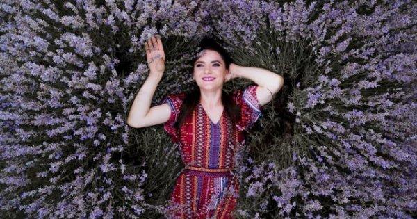 Flori Vioreanu, tânăra care a renunțat la zeci de ani de studii și pregătire...