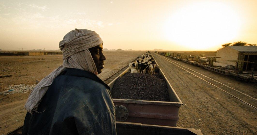 "Calatorie cu ""sarpele de metal"" in Mauritania, o tara neatinsa turistic unde inca se practica sclavia"